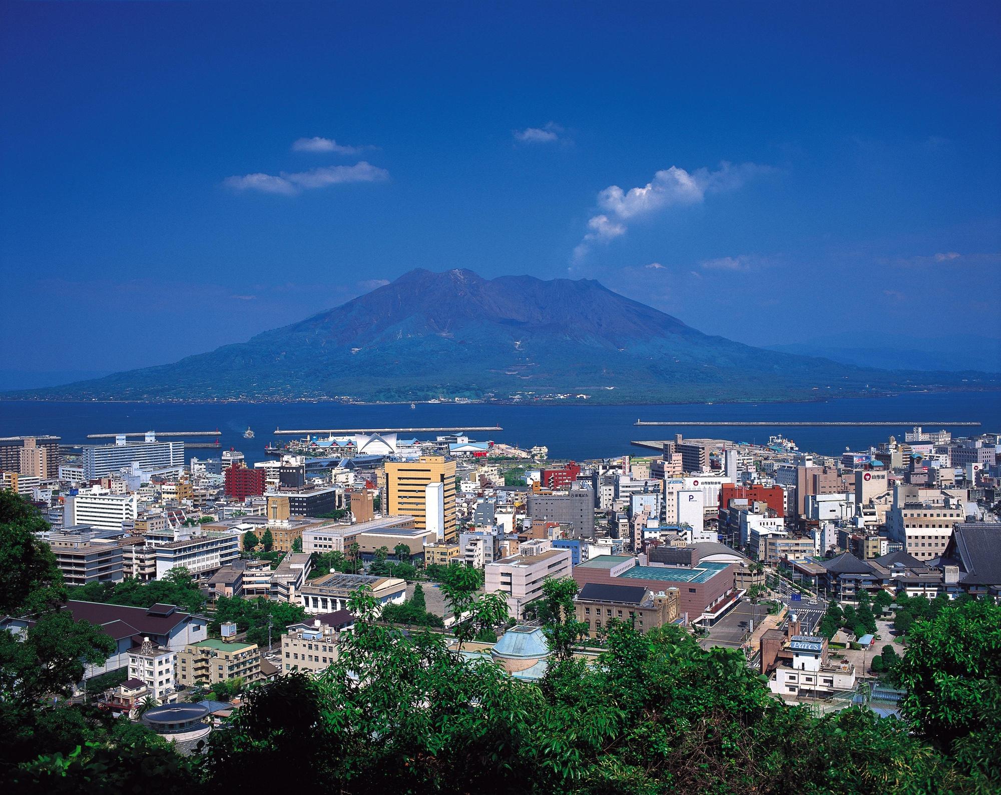鹿児島市街地と桜島